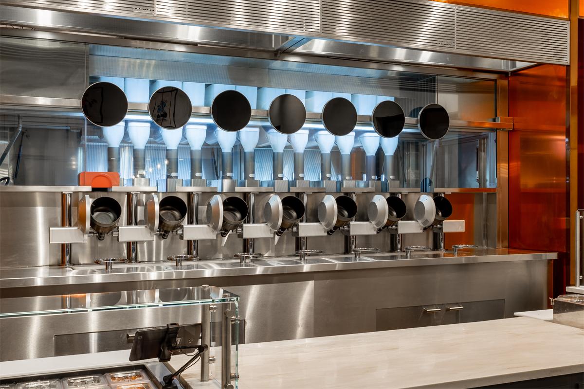 Ecco la robot cucina che manderà in pensione tutti i camerieri e i cuochi: possibile?